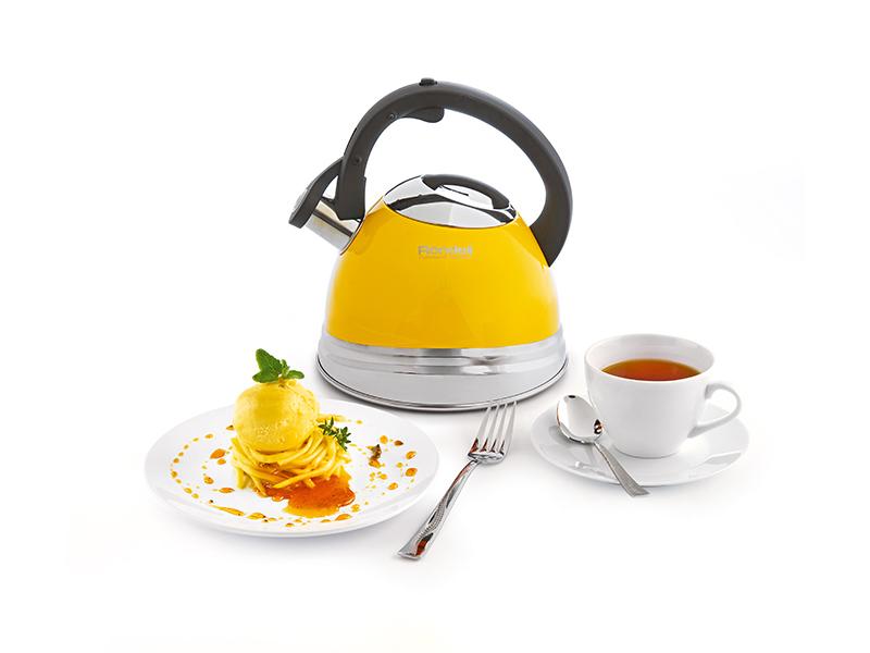 Чайник Solo от Röndell — смелый дизайн в солнечном цвете.